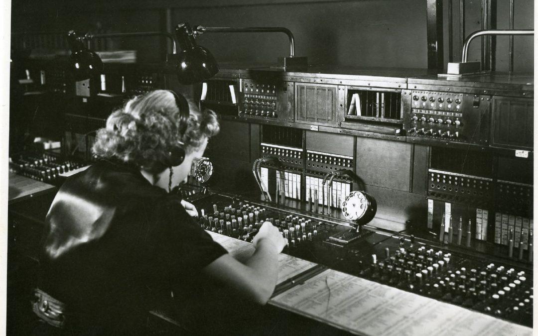"""""""Hier Amt, was beliebt?"""" – Die Telefonistin. Ein historischer Frauenberuf bei der Post"""