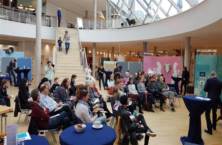 Bürgerforum 2017: Zusammenkunft im Lichthof des Museums