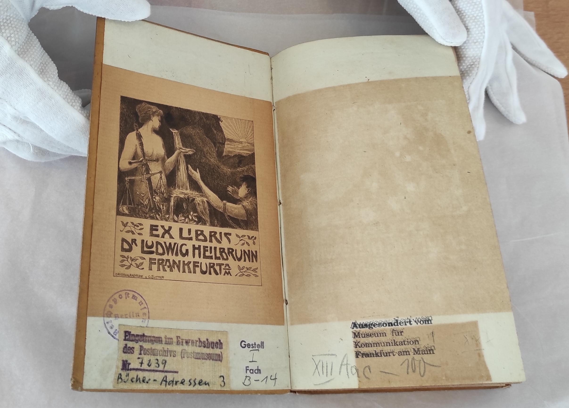 Buchübergabe Restitution Jüdisches Museum Heilbrunn