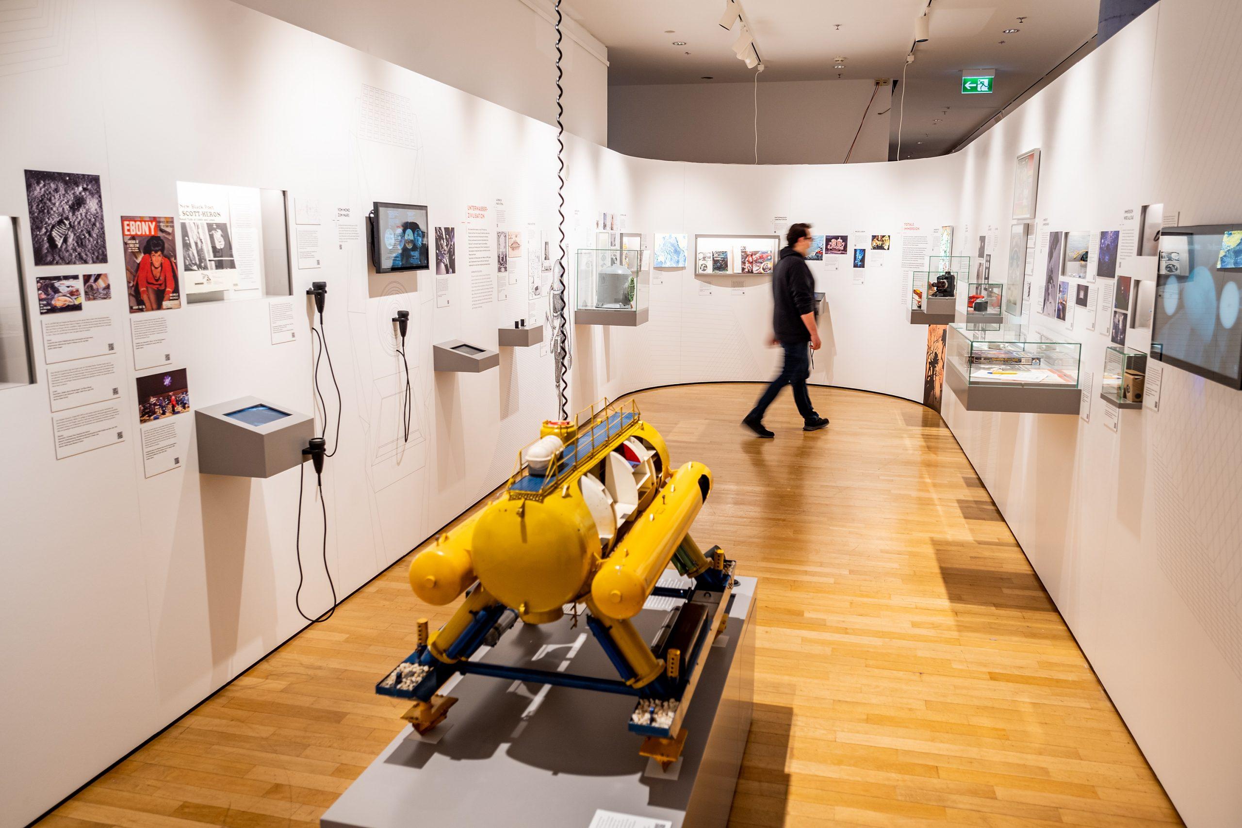 Ausstellung Back to Future. Technikvisionen zwischen Fiktion und Realität - Suche nach einer anderen Welt - Ausstellungsansicht